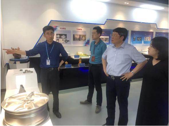 浦東新區臨港管委會領導來我公司視察指導工作
