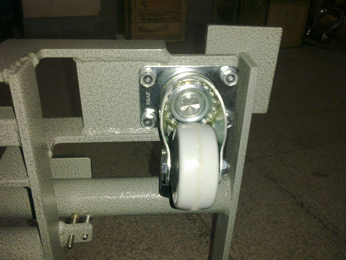 <strong>150kg带静音橡胶滚轮手推移动式电子台秤</strong>